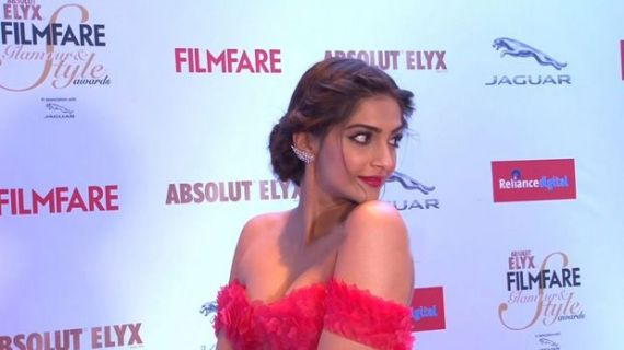 Sonam And Jacqueline At Filmfare Glamour And Style Awards